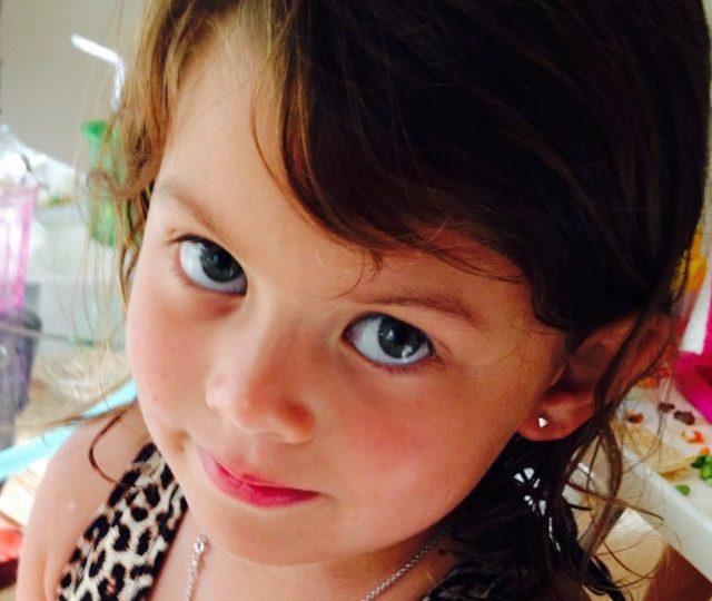 Sweet Frankie wearing her new mini diamond pyramid studs @chelswoo  #alexisjewelry