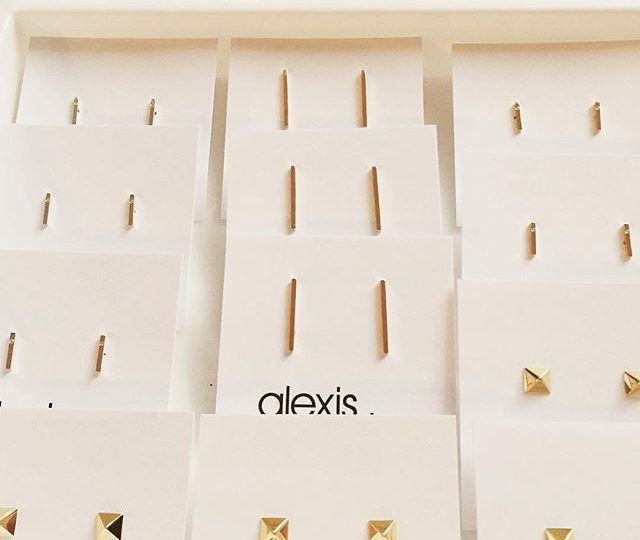 Two more hours to grab some of these beauties @salonrepublic Beverly Hills.  A percentage of proceeds are going to an incredible organization @cwhl_org . On sale until 3pm #popupsale #charity #cancerawareness #salonrepublic #childrenwithhairloss #children #jewelry #clothing #fashionwithacause #alexisjewelry #crippen @sidedoorsales