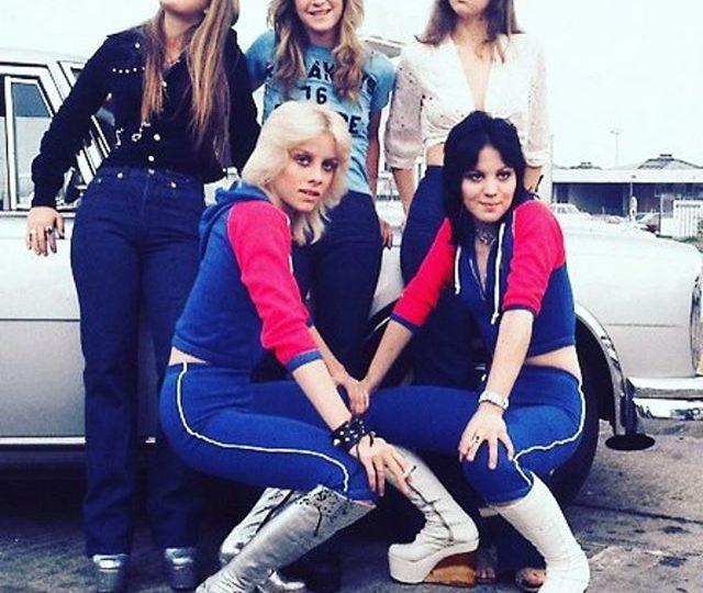Grab your girl gang n' celebrate cuz it's finally the weekend! #friyay #weekend #girlgang #therunaways #joanjett #cheriecurrie #litaford #sandywest #jackiefox #instagood #insta #instamood #instadaily #instalike #idol #rocknroll #girls #style