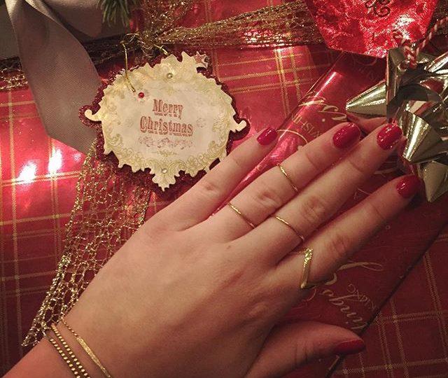 Warm and cozy Christmas Eve ️ #alexisjewelry #finejewelry #merrychristmas #xmaseve #happyholidays #jewelry #gifts #stockingstuffers #jewelry #madeinla #losangeles