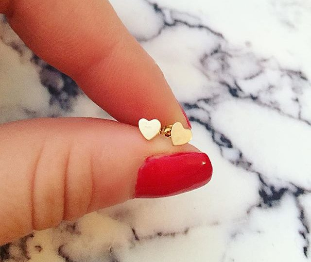 We ️️ Sunday Funday | our new heart studs are perf for the weekend #alexisjewelry #finejewelry #madeinla #losangeles #delicate #everyday #jewelry #heart #earrings #gold #ootd #sundayfunday #weekend
