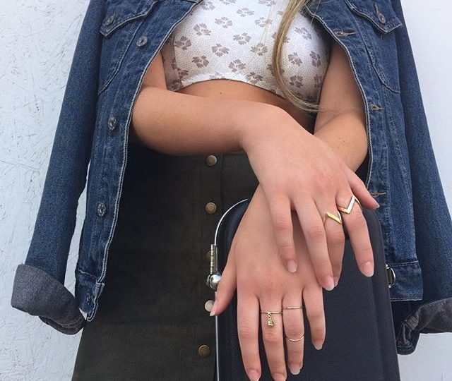 Tuesday muse @brookeditullio #alexisjewelry #finejewelry #jewelry #madeinla #losangeles #rings #gold #stackables #style #ootd #tuesdaymuse