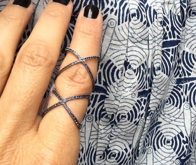 Sapphire Sunday  #alexisjewelry #finejewelry #sapphires #xring #sapphirerings #sunday #sundayfunday #jewelry #madeinla #losangeles