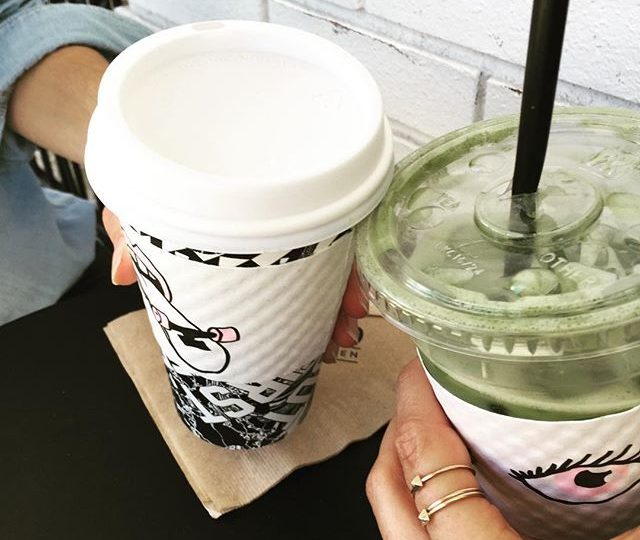 Cheers to an incredible meeting with @boldhouse || exciting things to come #collabs #inspiration #morningmeetings #andmyfav #matchagreentea #latte #alfredscoffee #alexisjewelry